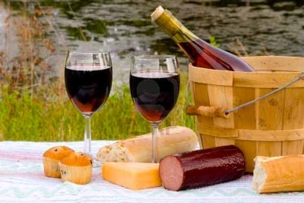5055910-a-wine-and-cheese-picnic-in-the-country