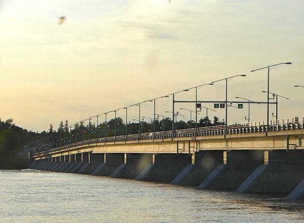 800px-Champlain_Bridge_Ottawa-Aylmer