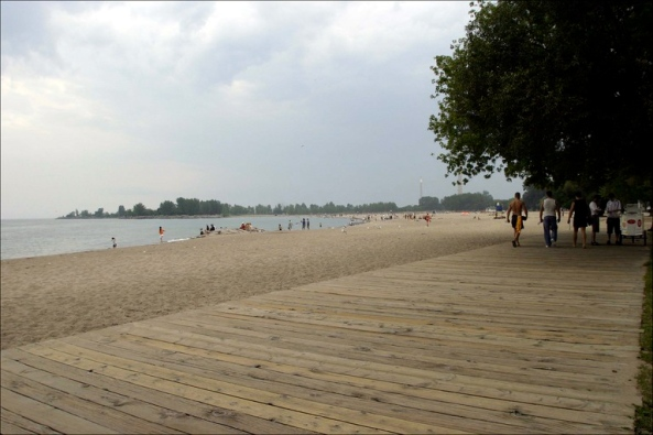 toronto-lake-beach-boardwalk