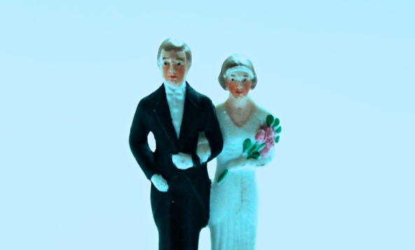Vintage Porcelain Wedding Cake Topper (cakechooser.com/Julian Beukelman)