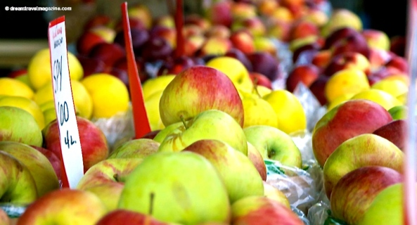 Ontario-Fall-Fair_dreamtravelmagazine_Bowmanville_apple_fest_apples